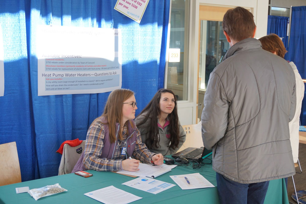 High School Students trained to help out at exhibits